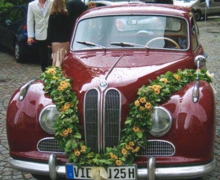 Vermutlich handelt es sich um diesem BMW 501, der kürzlich in England angeboten wurde